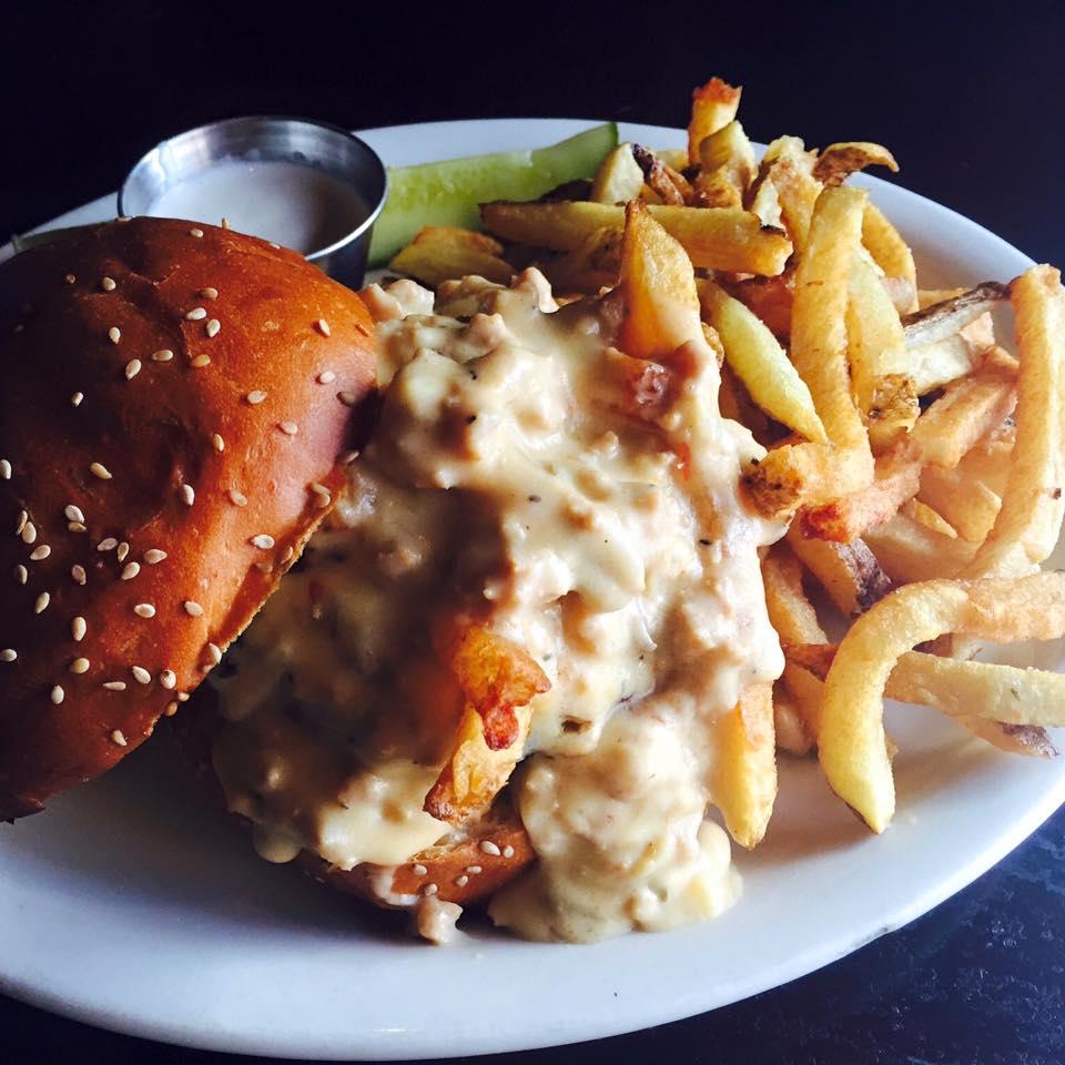 chicken-gravy-poutine-burger