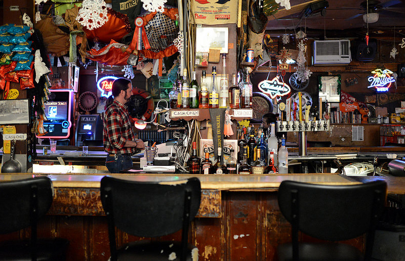 The best non hipster philly dive bars in each neighborhood for Bar dive