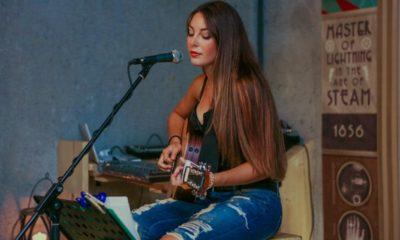 open-mic-singer